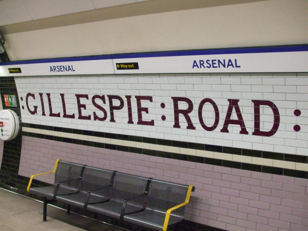 Arsenal_station_tiling