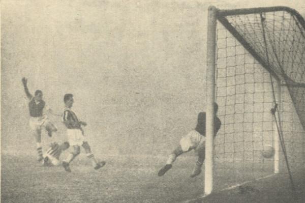 David Herd puts Arsenal 2-0 up