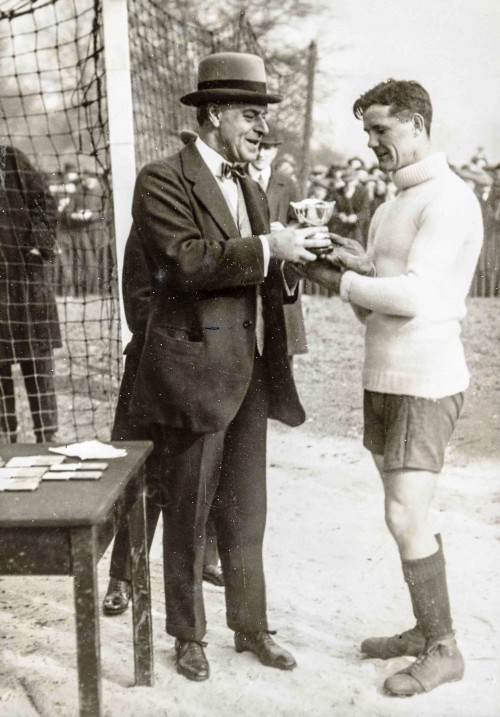 Williamson presented with his rose bowl from Sir Arthur Pearson