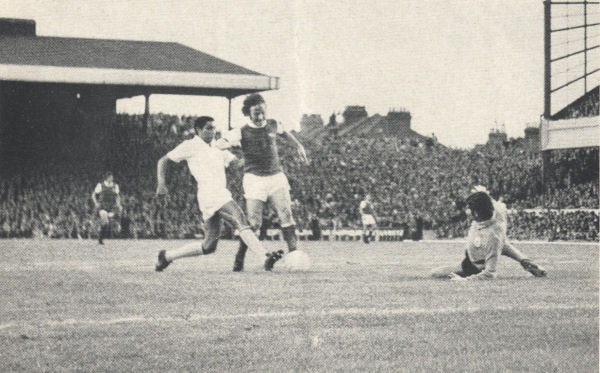 1971-08-04 Arsenal v Benfica - Armstrong goal
