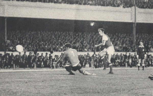 1971-08-04 Arsenal v Benfica - Graham goal